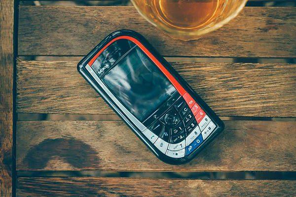 Nokia 7610 chiếc lá lớn chính hãng giá rẻ và cách phân biệt máy xịn
