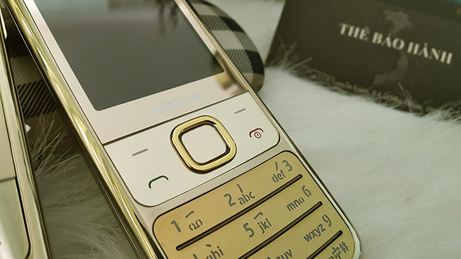 Vỏ mặt trước và bàn phím sáng bóng của điện thoạinokia 6700