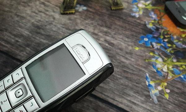 Logo Nokia 6230i được khắc thủ công