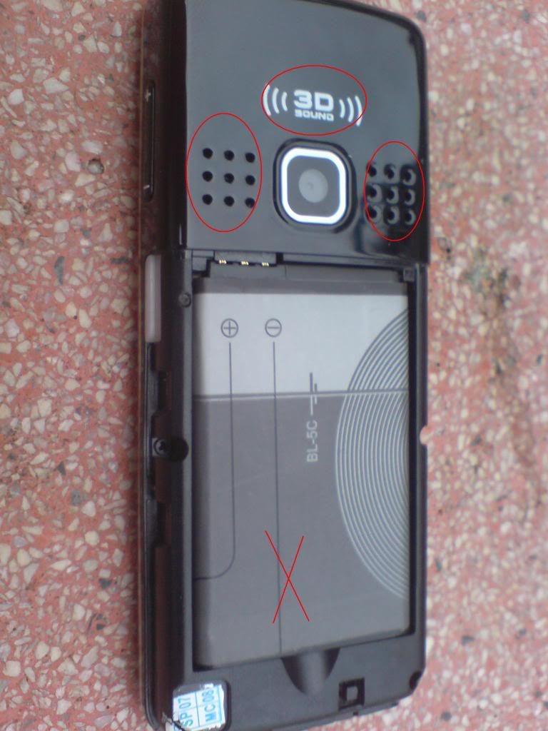 Nokia 6300 giả và nhái sẽ có thiết kế khác nhiều so với hàng chính hãng ngay cả khi ở thiết kế bên ngoài
