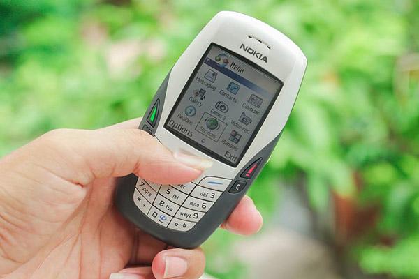 Nokia 6600 sáu béo là chiếc smartphone đầu tiên