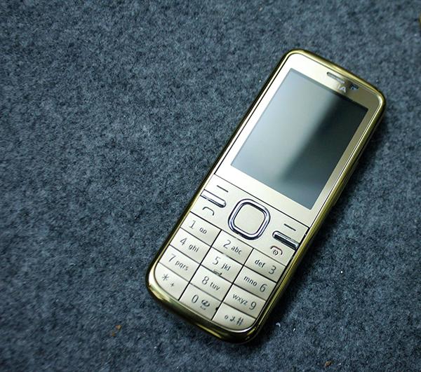 Màn hình Nokia C5-00 có kích thước 2,2 inch với độ phân giải QVGA (240x320 pixel)