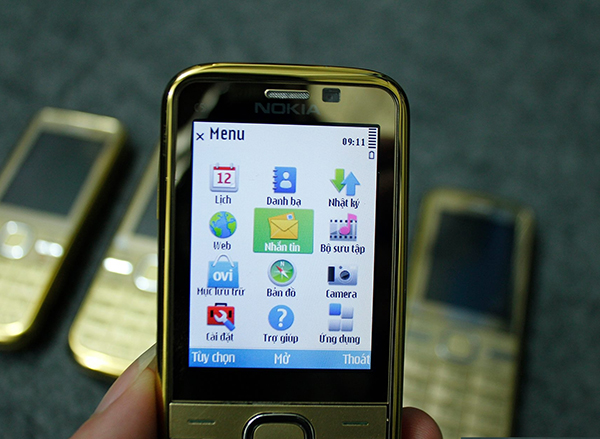 màn hình chuẩn của nokia sẽ đảm bảo nhìn rõ các chữ và biểu tượng sóng, Pin.