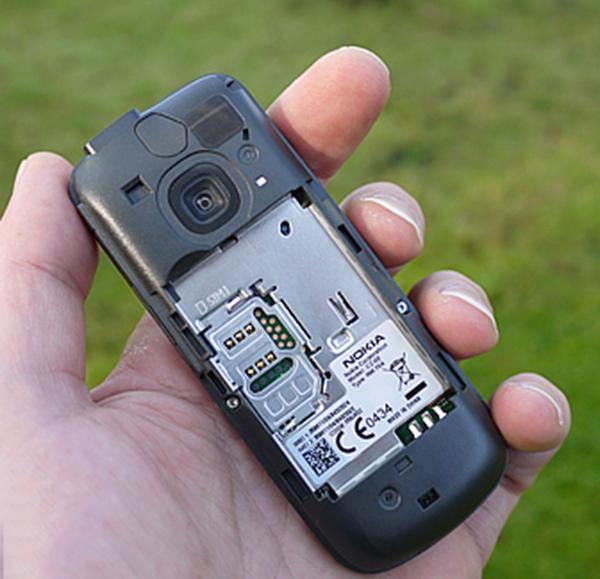 Nokia C2cho phép bạn chọn SIM1 hoặc SIM2.