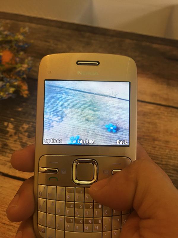 Nokia C3-00 sử dụng Camera mô-đun CMOS 2 megapixel không tự động lấy nét