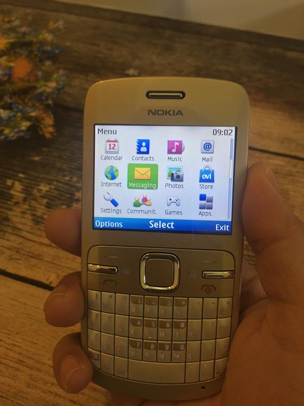 Màn hình Nokia C3 rộng 2,4 inch