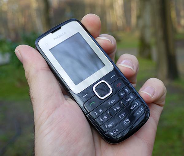 Logo của Nokia rõ ràng và đặc biệt máy tồn kho sẽ không tránh khỏi một vài vết trầy sước nhỏ